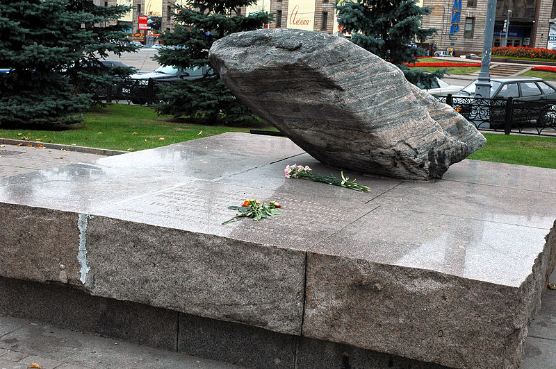 800px-Loubianka_square_memorial